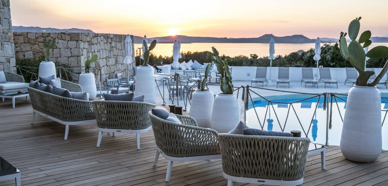 exklusivit t und romantik hotel grand relais dei nuraghi baja sardinien. Black Bedroom Furniture Sets. Home Design Ideas